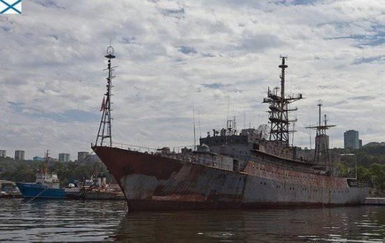 ロシアの国防省は準備に引退した中諜報船カレリアをアップグレードしています
