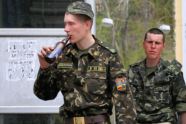 यूक्रेनी जनरल का कहना है कि रूस के सैनिकों ने यूक्रेनी जुटाए