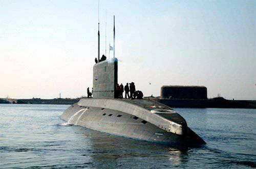 वियतनामी नौसेना को तीन रूसी किलो वर्ग की पनडुब्बियां मिलीं