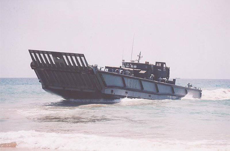 Sviluppo di mezzi da sbarco dalla nave alla riva