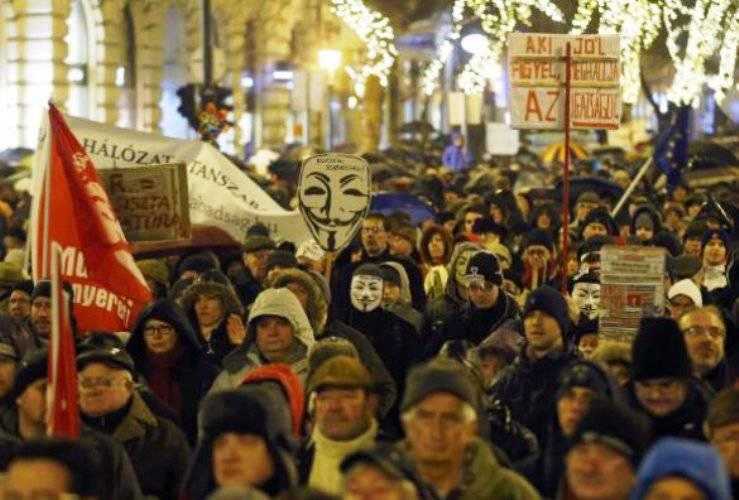 बुडापेस्ट में, हंगरी और रूस के बीच तालमेल के विरोधियों की एक रैली