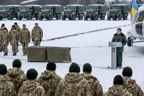 पोरोशेंको ने सशस्त्र बलों के सैन्य उपकरण सौंपे