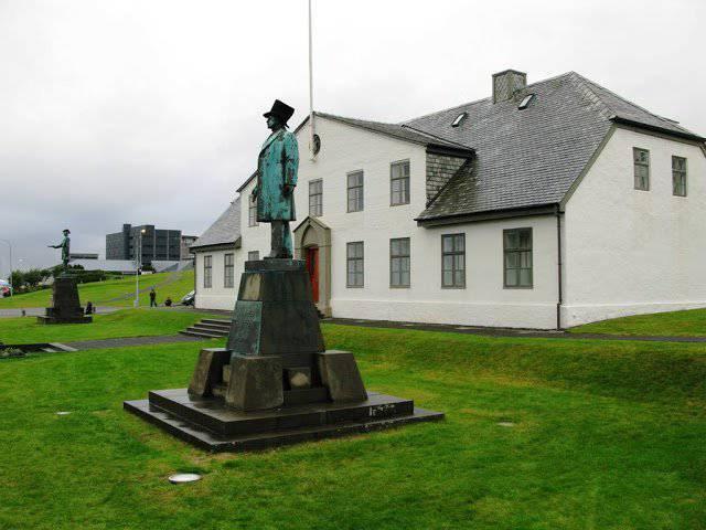 アイスランド、EU加盟の申請を取り下げ
