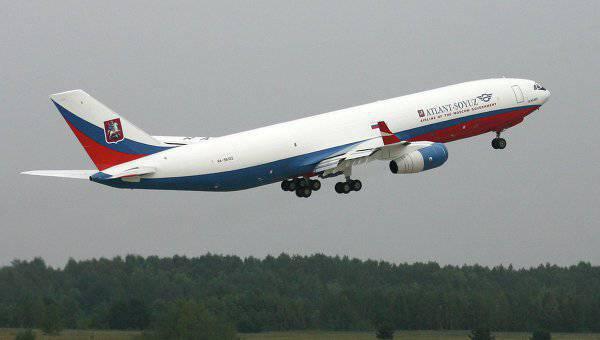 ロシア空軍は新しい航空機IL-96を受け取る