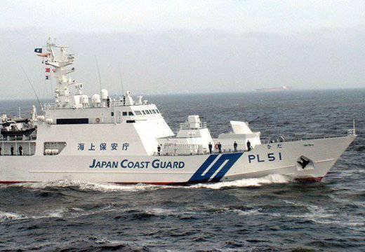"""जापानी और चीनी नाविकों ने दियाओयू द्वीप (सेनकाकु) से """"शिष्टाचार"""" का आदान-प्रदान किया।"""