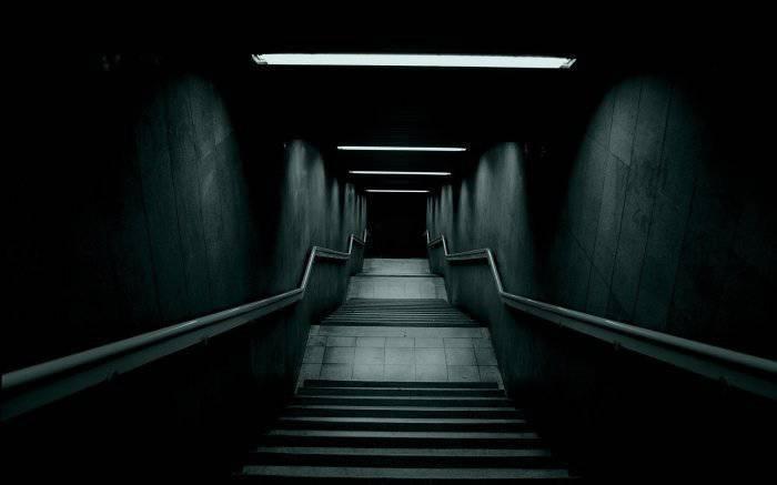 10は欲求不満の暗闇の中に降りる。 エッセイ2