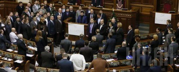 Verkhovna Rada के कर्तव्य तत्काल मार्शल लॉ लागू करते हैं