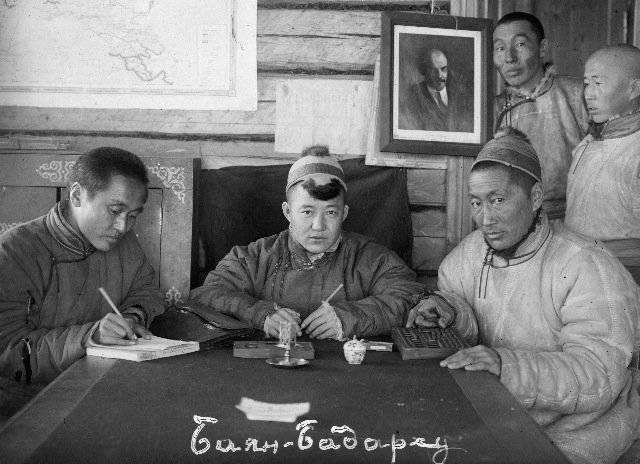 Hombres del ejército rojo de tuva. Desde la creación del ejército de Arat hasta los frentes de la Gran Patriótica.