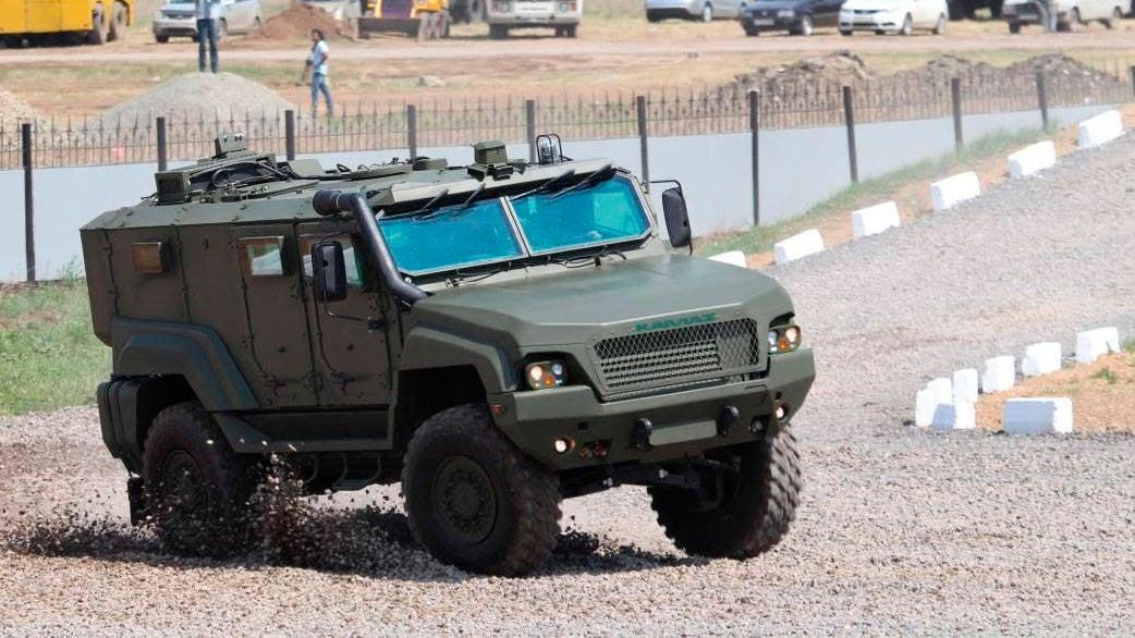 жуть фото новых российских машин военных меня подъезде увидел