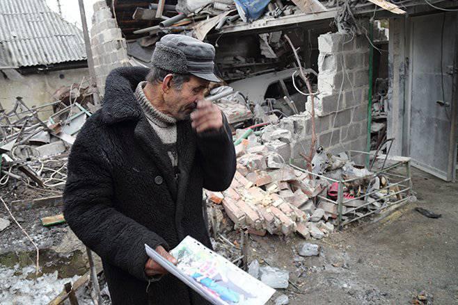 人权观察提交了一份报告,其中指出有人应对冲突双方炮轰多巴斯平民负责
