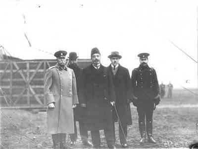フライングクラブ会員のグループ。 右側の2  -  M.N. イェフィモフ