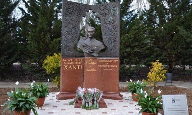 En Espagne, un monument à l'officier des renseignements soviétique Hadji Umar Mamsurov a été inauguré solennellement