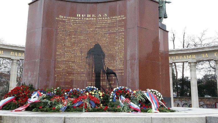 在维也纳市中心,苏联纪念馆被亵渎