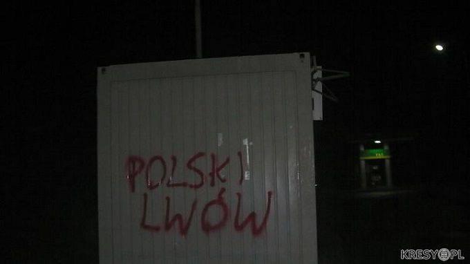"""En Lviv, aparecieron en edificios y monumentos numerosas inscripciones """"Polish Lviv"""" y """"Death to Banderovites"""" en polaco."""