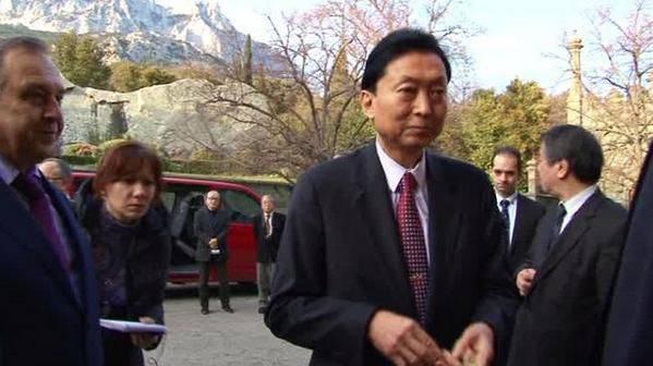 क्रीमिया प्रायद्वीप की यात्रा के दौरान जापान के पूर्व प्रधान मंत्री ने कहा कि क्रीमिया में एक जनमत संग्रह ने क्षेत्रीय समस्या को हल किया