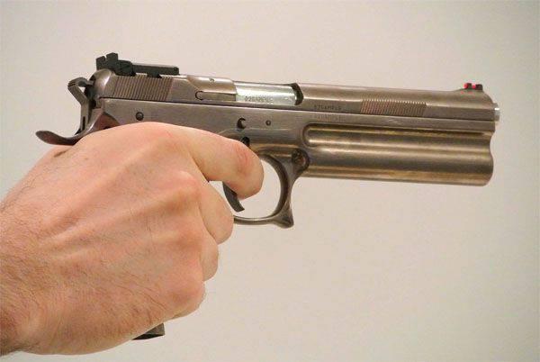 체코 제조 업체 FK 브르노에서 자동로드 권총