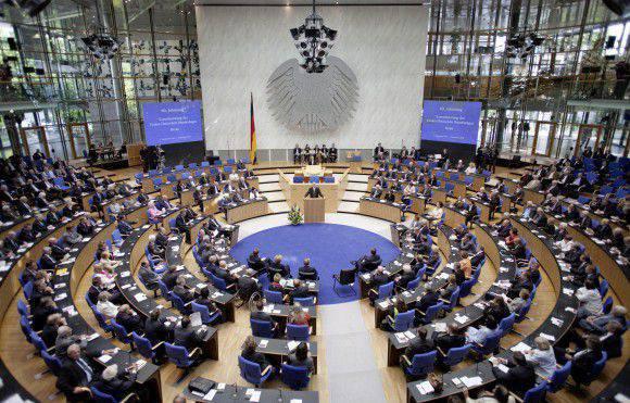 Almanya, yaklaşmakta olan Yunanistan Başbakanı Tsipras'ın Moskova ziyaretini rahatsız etti