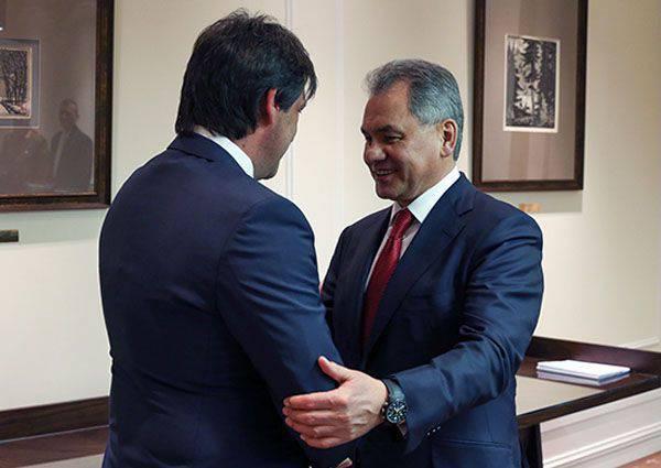Le ministre serbe de la Défense, Bratislav Gasic, arrivé à Moscou