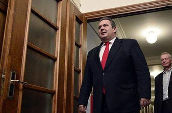 Um presente a Kiev dos fundadores da democracia: o ministro da defesa grego chamou o governo ucraniano de fascista