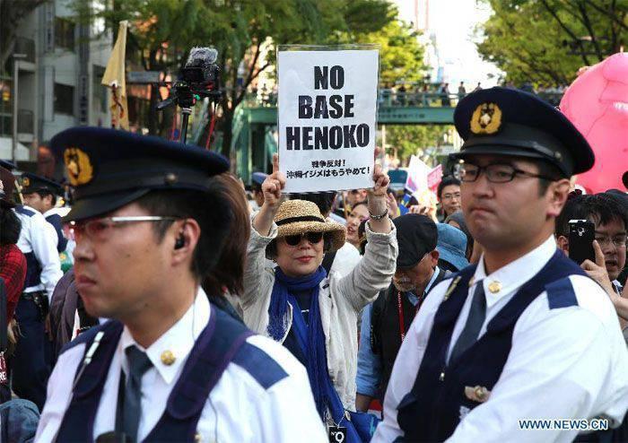 Protestos contra a presença militar dos EUA em Okinawa passaram no Japão