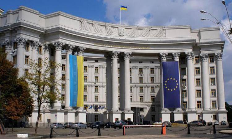 ウクライナの外務省は、クリミア半島へのメドベージェフ首相の訪問に関連してロシアに抗議文を送った。