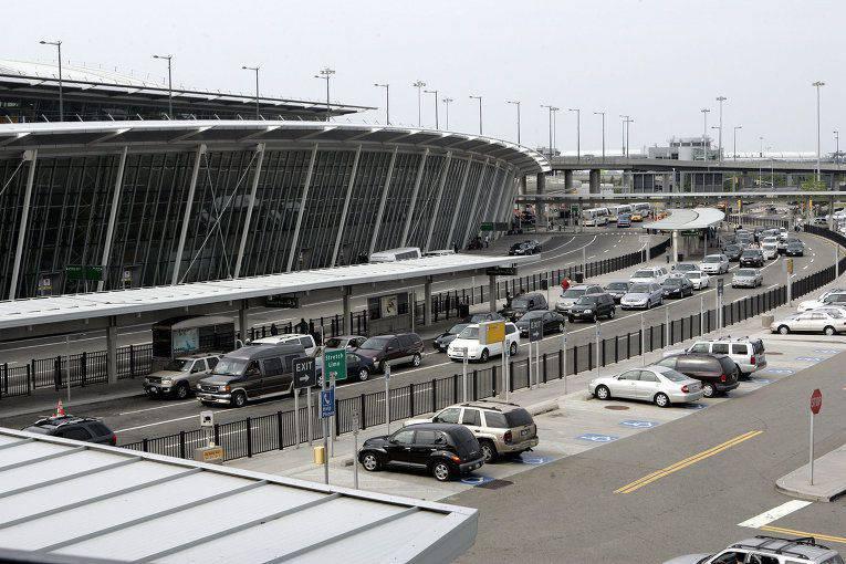 우크라이나의 새 승리 : Verkhovna Rada가 심 페로 폴의 공항으로 개명 됨