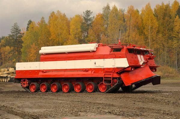 特別消防車(SPM)は、RF武装勢力の消火設備の一部として最初の演習を準備しています