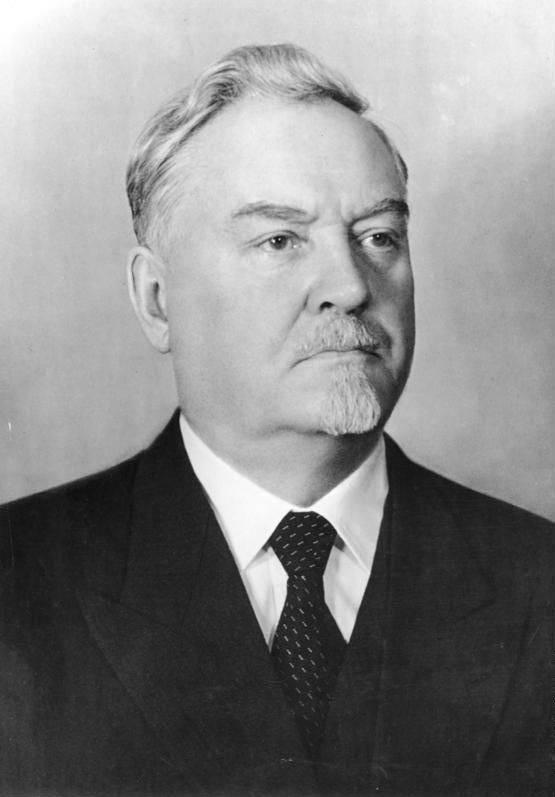 Nikolay Bulganin. Político de uniforme