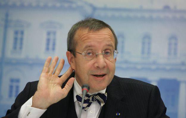 エストニアの大統領はPoroshenkoが彼をblackmailer強盗に思い出させると言いました
