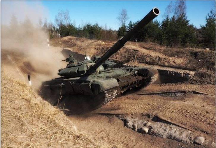 タンクバイアスロン競技のステージはロシア軍で始まった
