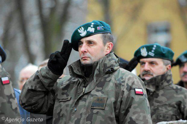 ポーランド大統領は「戦争の場合には」最高司令官としてトマスジキ将軍を任命しました
