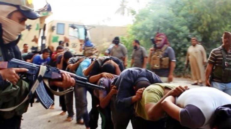シリアのクルド人がイスラム教徒から軍事基地を撃退