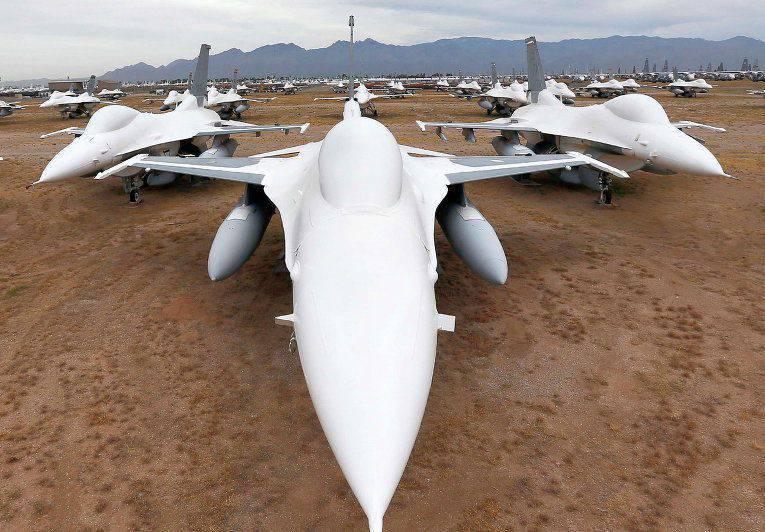 F-16がアリゾナでクラッシュ