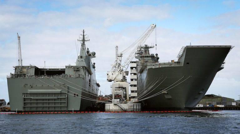 A segunda doca do navio de desembarque para a Marinha australiana foi para o teste