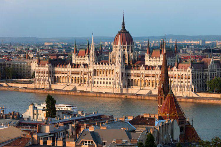ハンガリーは、セルビアからの移民の流れにうんざりしています