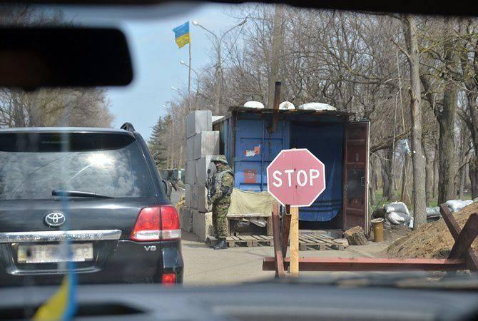 """Na frente ucraniana, postos de controle e corrupção incitam o ódio (""""Le Temps"""", Suíça)"""