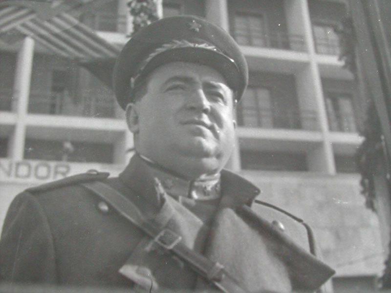 Enver Hoxha यूरोप में अंतिम स्टालिनवादी है। 2 का हिस्सा। एक आत्मनिर्भर देश का नेता