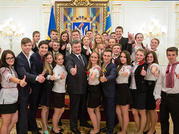 """Poroshenko elogiou a juventude militante da """"única"""" nação ucraniana"""
