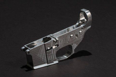 """J'ai fabriqué un fusil fantôme AR-15 à l'arrière - et c'était facile (""""Wired Magazine"""", États-Unis)"""