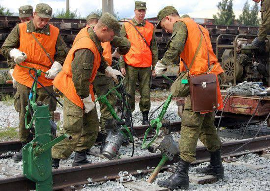 Die Soldaten der Eisenbahnbrigade führten eine spezielle taktische Übung durch, um den Angriff einer konventionellen Terroristengruppe abzuwehren