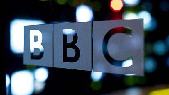 """La BBC a répondu aux journalistes ukrainiens, affirmant que le terme """"guerre civile"""" en Ukraine était utilisé légalement au lieu du terme """"agression russe""""."""