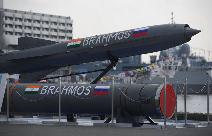 Os mísseis BrahMos também armarão o navio indiano 3