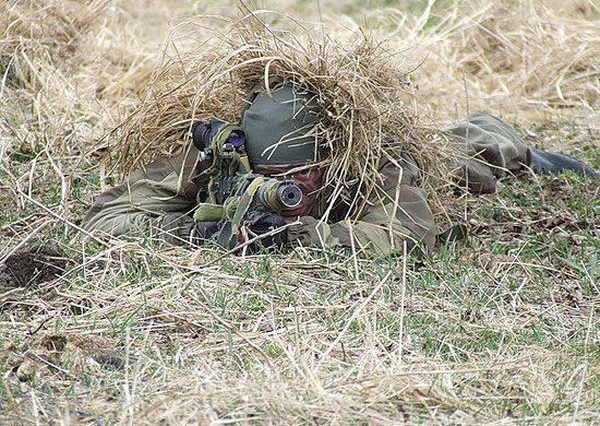 Exercício de treinamento de atirador na faixa de Burduny