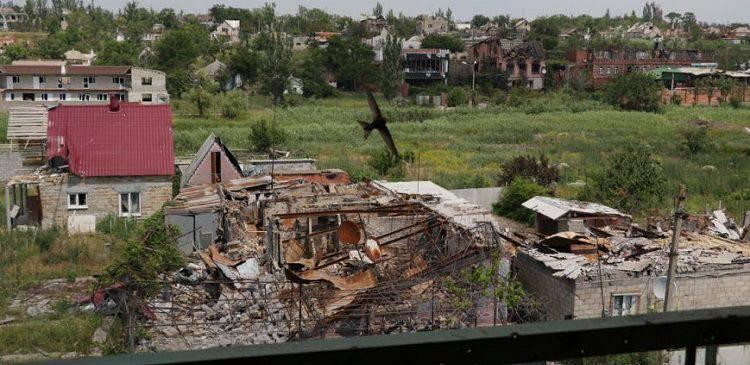Des responsables de la sécurité ukrainiens pillent le village de Shyrokyne