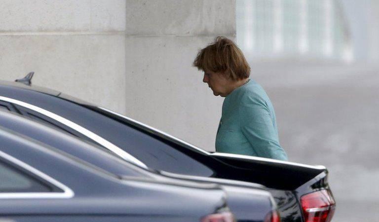 Referendo grego exige decisão difícil de Merkel