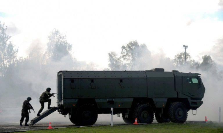 """SWAT SWO maîtrise les véhicules blindés """"Typhoon"""""""