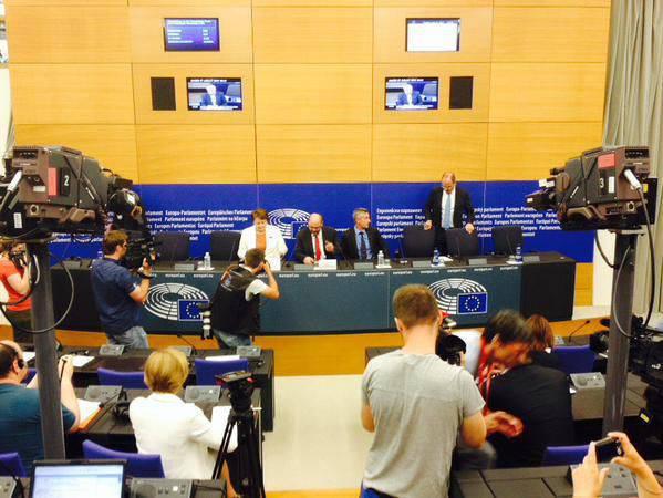 Die lettische Premierministerin Laimdot Straujuma im Europäischen Parlament verspottete nach ihren Worten über die erfolgreiche EU-Präsidentschaft Lettlands