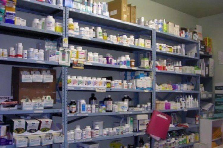 Em Kharkov, um esquadrão nacionalista roubou uma farmácia