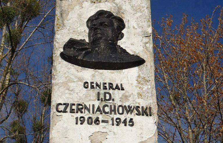 Monumento al generale Chernyakhovsky da smantellare in Polonia