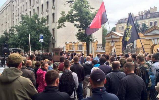 «Right Sector»: le deuxième acte d'une performance en noir et rouge